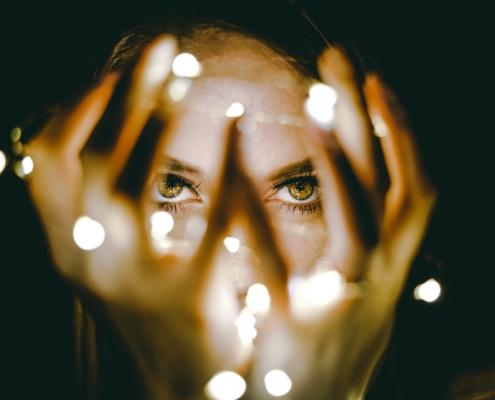 Bevonzás - Hogyan teremtünk a figyelmünkkel?
